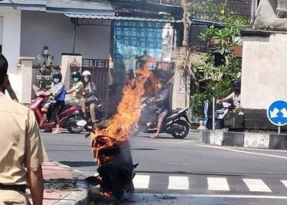 Nusabali.com - usai-isi-bbm-sepeda-motor-terbakar