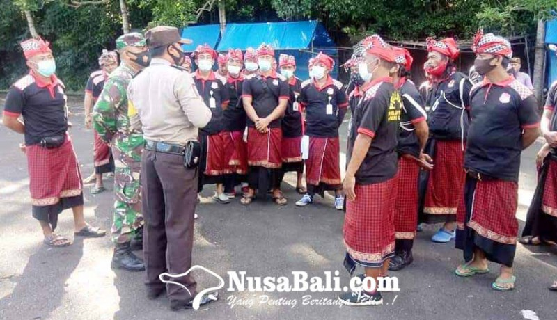 www.nusabali.com-105-pecalang-amankan-pujawali-di-lempuyang