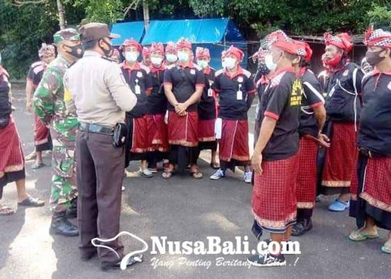 Nusabali.com - 105-pecalang-amankan-pujawali-di-lempuyang