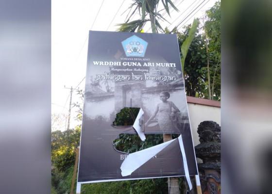 Nusabali.com - baliho-galungan-yowana-desa-dirobek