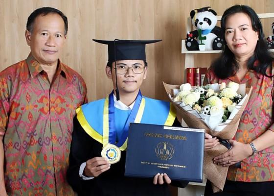 Nusabali.com - tempuh-pendidikan-35-tahun-raih-ipk-tertinggi-di-its-surabaya