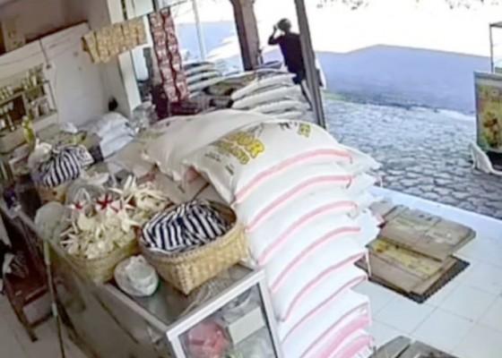 Nusabali.com - terekam-cctv-pencuri-beras-diburu
