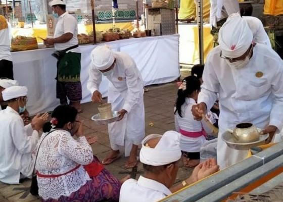 Nusabali.com - ratusan-pamedek-tangkil-ke-pura-dasar-buana-gelgel