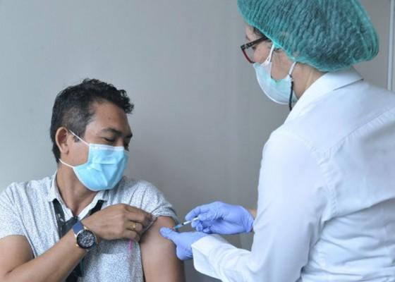 Nusabali.com - petugas-bandara-ngurah-rai-jalani-vaksinasi-tahap-ii