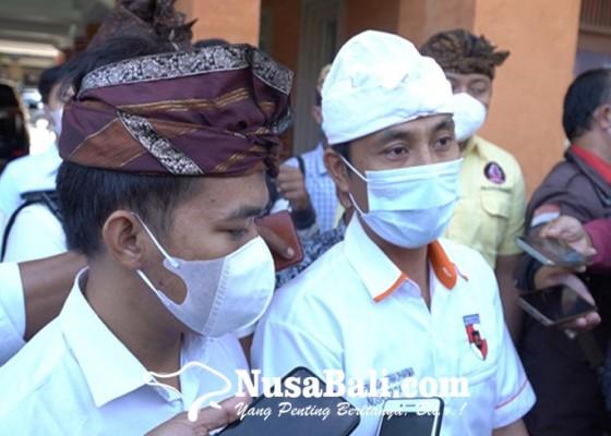 Nusabali.com - tim-advokasi-penegakan-dharma-laporkan-desak-made-darmawati-di-polda-bali
