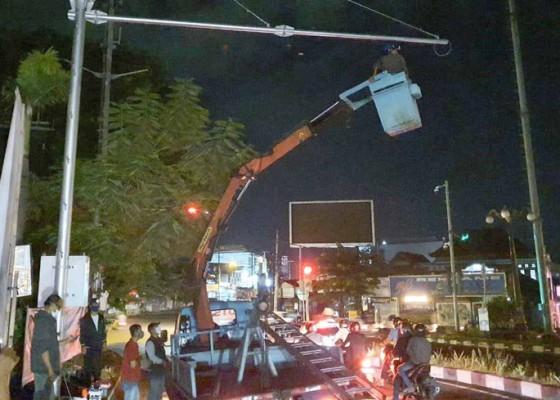 Nusabali.com - dit-lantas-uji-coba-kamera-tilang-elektronik-di-simpang-buagan