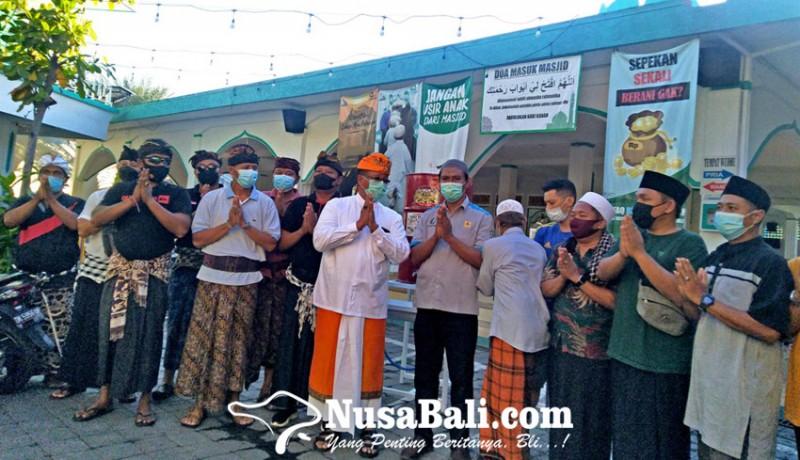www.nusabali.com-sambangi-masjid-agung-jami-puri-buleleng-sampaikan-pesan-kerukunan