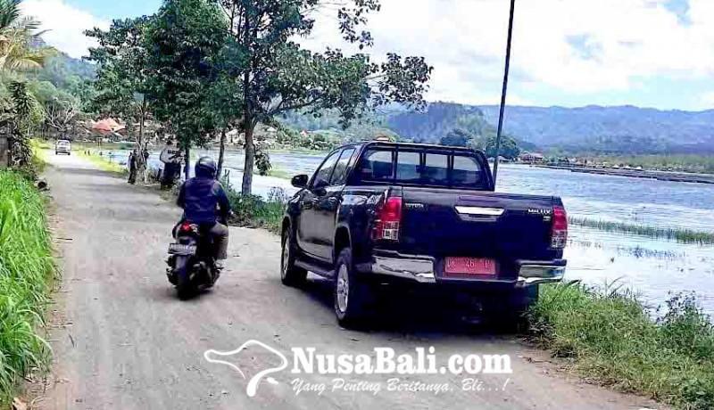 www.nusabali.com-jalan-di-desa-buahan-tertutup-pasir