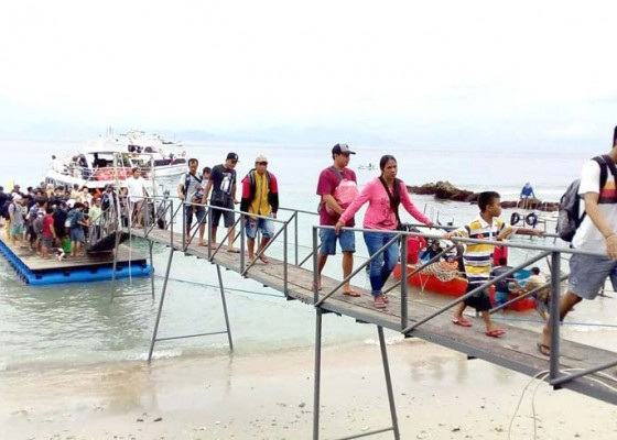 Nusabali.com - pengelola-pelabuhan-sampalan-buat-dermaga-terapung