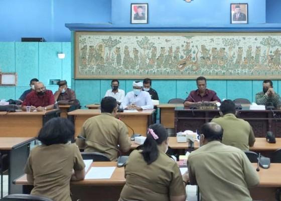 Nusabali.com - dprd-klungkung-atensi-vaksinasi-anti-covid-19-pedagang