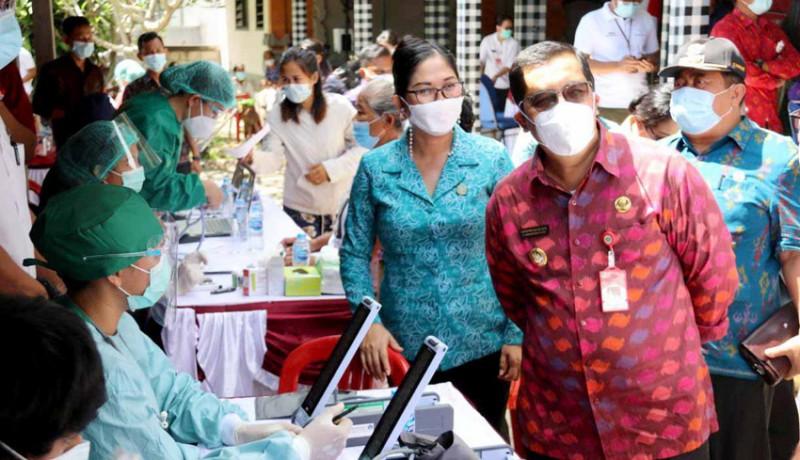 www.nusabali.com-hari-kartini-pkk-tabanan-bantu-120-dosis-vaksin-bagi-lansia