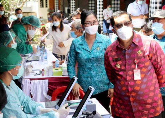 Nusabali.com - hari-kartini-pkk-tabanan-bantu-120-dosis-vaksin-bagi-lansia