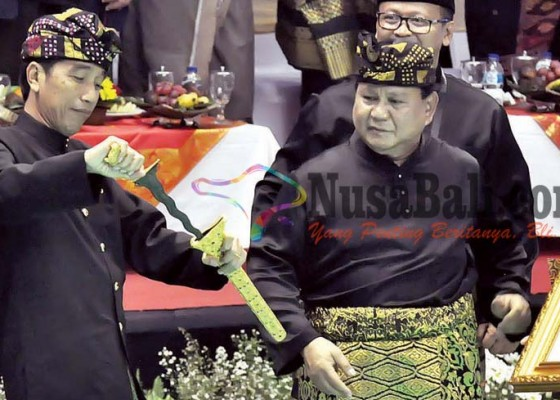 Nusabali.com - prabowo-kukuhkan-jokowi-jadi-pendekar-utama-silat