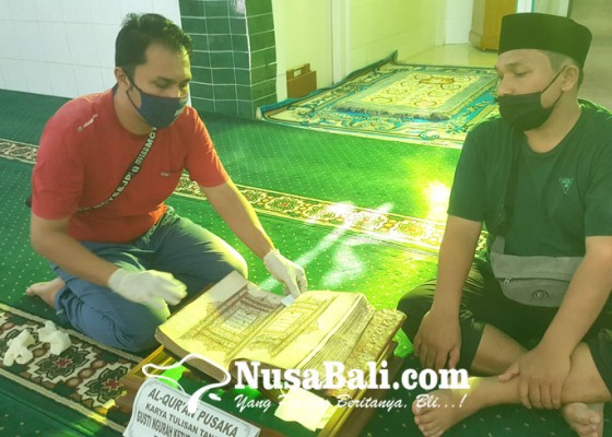 Nusabali.com - miliki-al-quran-bertulis-tangan-yang-usianya-200-tahun-dan-pintu-ukiran-bali