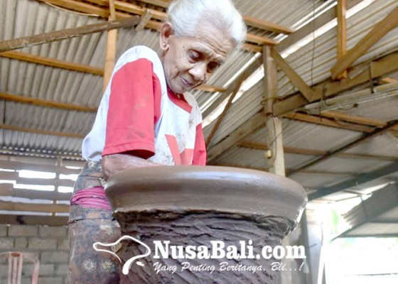 Nusabali.com - kerajinan-gerabah-binoh-nyaris-punah-disbud-turun-tangan