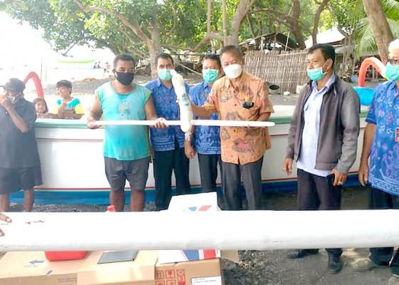 Nusabali.com - tiga-kelompok-nelayan-dapat-bantuan-jukung