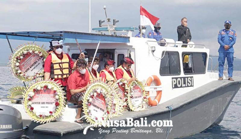 www.nusabali.com-pdip-se-bali-tabur-bunga-di-perairan-bali-utara