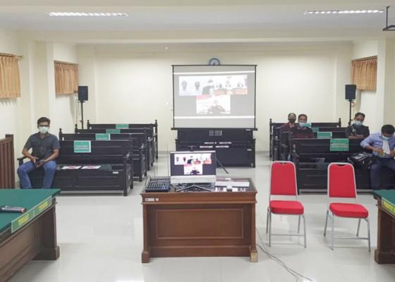 Nusabali.com - sidang-penebasan-warga-songan-dijaga-ketat