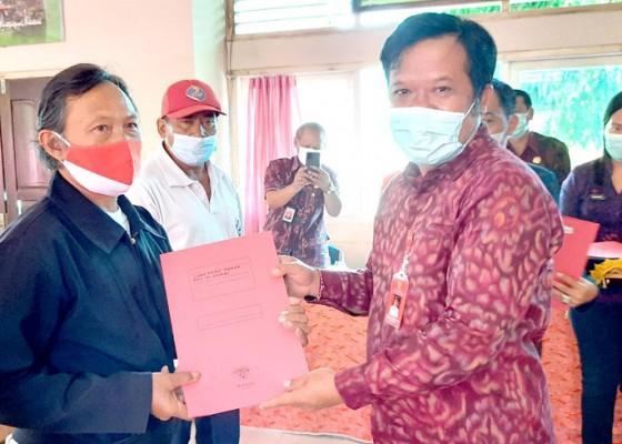Nusabali.com - rapat-dewan-ketahanan-pangan-bupati-serahkan-bantuan-kementan