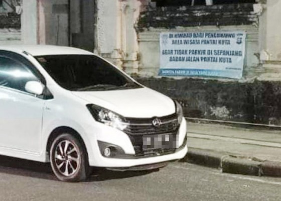 Nusabali.com - banyak-kendaraan-parkir-liar-di-kawasan-kuta