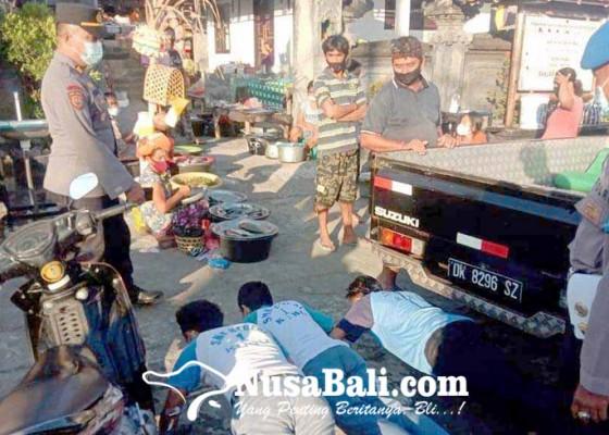 Nusabali.com - siswa-tanpa-helm-dihukum-push-up