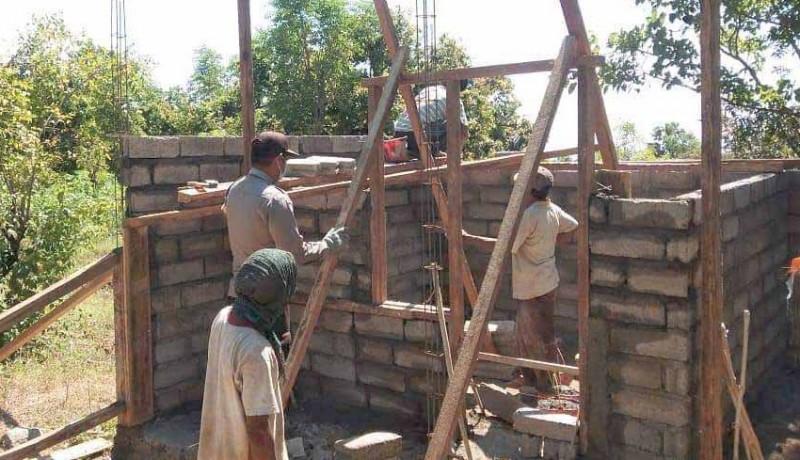 www.nusabali.com-bhabinkamtibmas-dan-babinsa-bantu-pembangunan-bedah-rumah