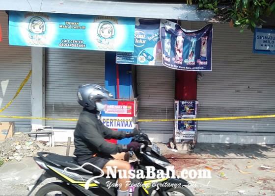 Nusabali.com - duel-pakai-pisau-dan-batu-bata-sama-sama-sekarat