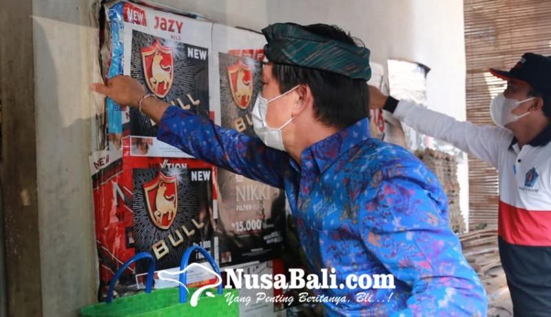 www.nusabali.com-bupati-suwirta-copot-reklame-rokok