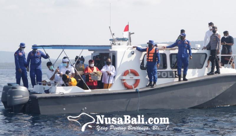 www.nusabali.com-gubernur-bali-gelar-tabur-bunga-untuk-53-prajurit-kri-nanggala-402