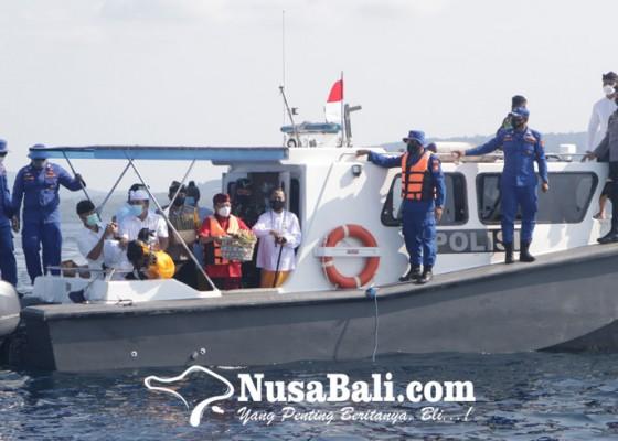 Nusabali.com - gubernur-bali-gelar-tabur-bunga-untuk-53-prajurit-kri-nanggala-402