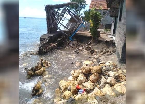 Nusabali.com - rumah-warga-hancur-diterjang-ombak