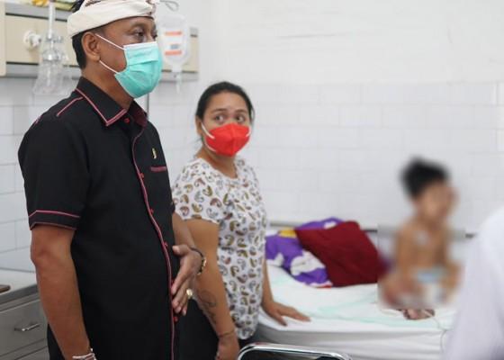 Nusabali.com - sambil-motivasi-pasien-kariyasa-adnyana-cek-layanan-rs-sanglah