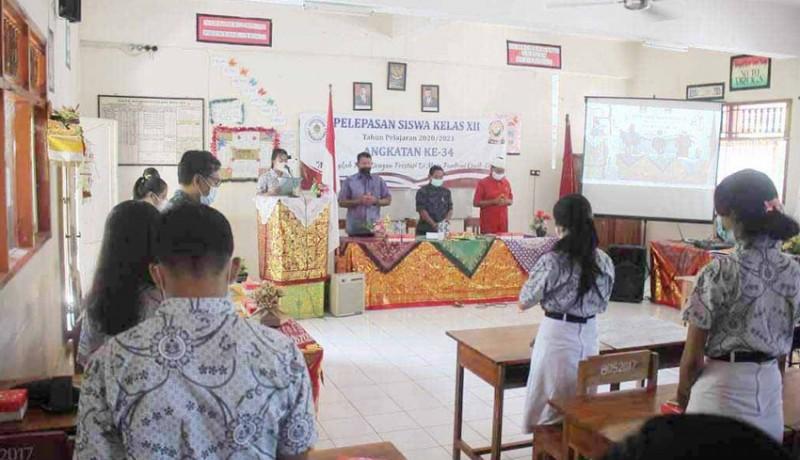 www.nusabali.com-sma-pgri-amlapura-lepas-201-siswa
