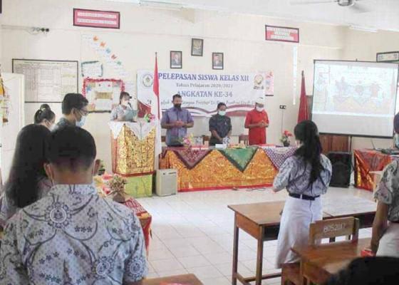 Nusabali.com - sma-pgri-amlapura-lepas-201-siswa