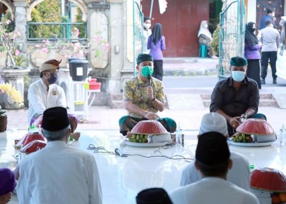 Nusabali.com - pemkab-klungkung-hadiri-buka-puasa-dengan-masyarakat-kampung-muslim