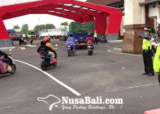 Nusabali.com - hanya-bus-akap-dan-bus-ajsp-berstiker-khusus-boleh-beroperasi