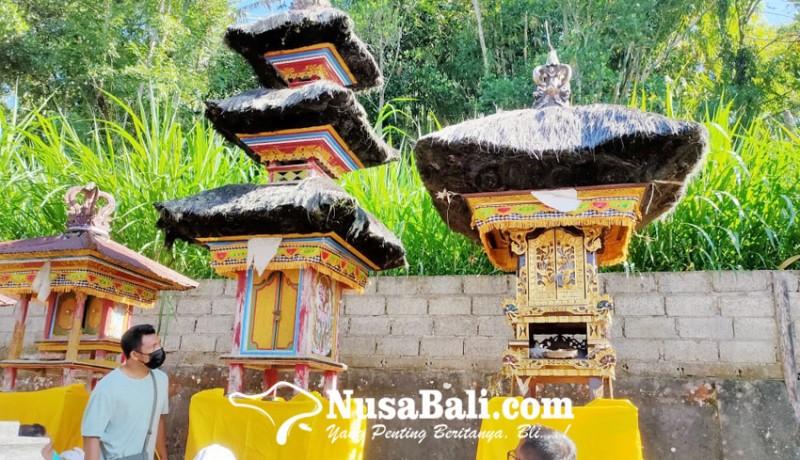 www.nusabali.com-keris-sakral-di-pura-dadia-pasek-kayu-selem-raib
