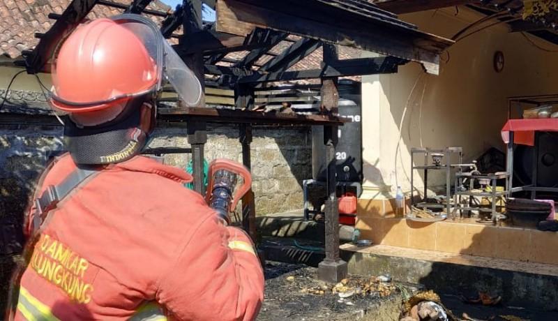 www.nusabali.com-bale-panggungan-pura-arya-kubon-tubuh-terbakar