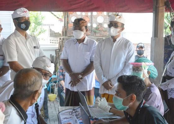 Nusabali.com - percepat-cakupan-walikota-jaya-negara-dan-ketua-dprd-ngurah-gede-pantau-vaksinasi-di-kesiman