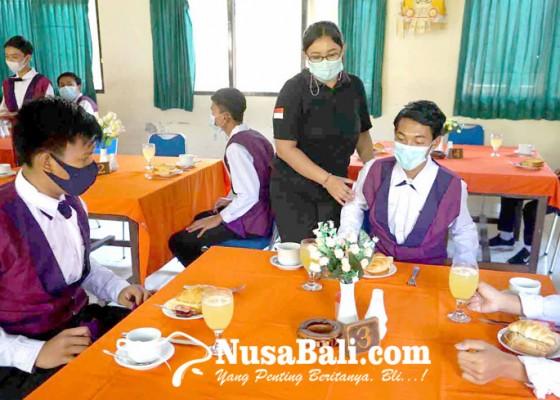 Nusabali.com - ada-di-zona-merah-smk-wwg-gelar-ptm