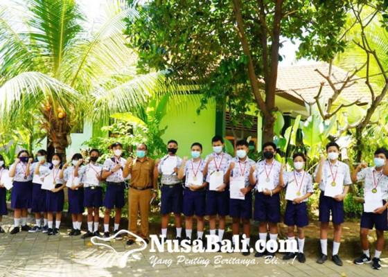 Nusabali.com - sebulan-smpn-4-singaraja-borong-32-medali-kompetisi-sains