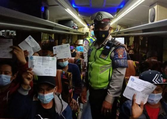 Nusabali.com - ratusan-penumpang-tanpa-surat-rapid-antigen-terjaring-di-terminal-mengwi