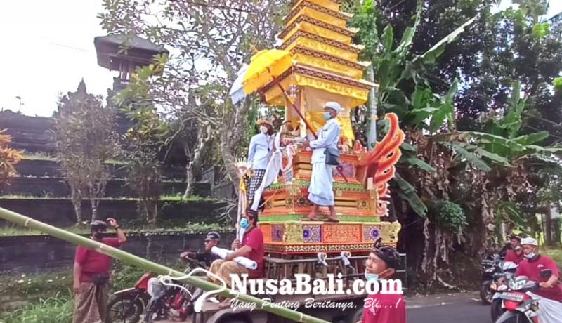 www.nusabali.com-gunakan-sarana-bade-tumpang-pitu-raja-tabanan-juga-ikut-naik
