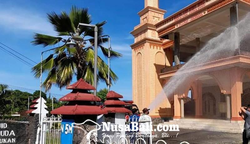 www.nusabali.com-jelang-idul-fitri-masjid-disemprot-disinfektan