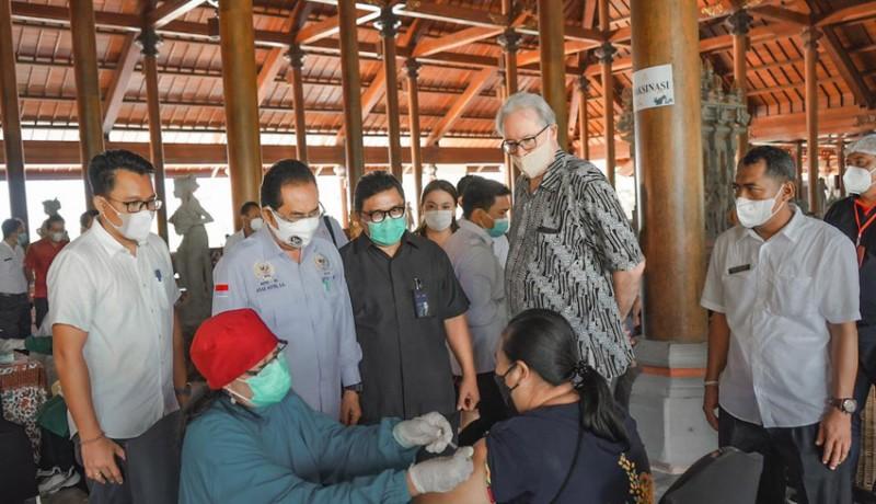www.nusabali.com-pelaku-pariwisata-dan-warga-desa-penyangga-the-nusa-dua-jalani-vaksinasi-covid-19