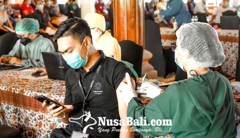 www.nusabali.com-737-pelaku-pariwisata-dan-warga-terima-vaksin-dosis-pertama