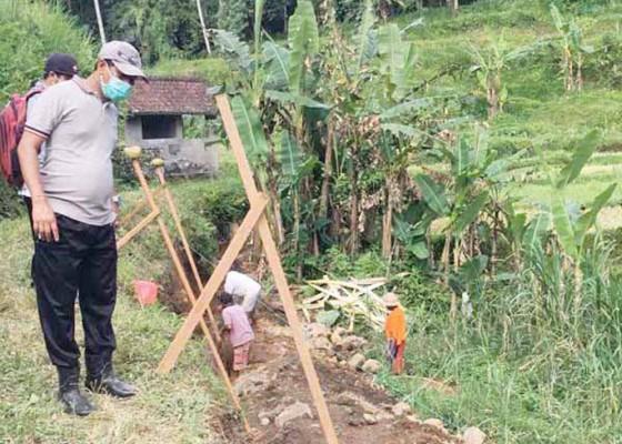 Nusabali.com - desa-muncan-bangun-jalan-rabat-beton