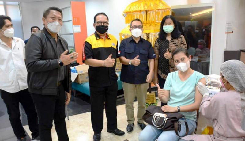 www.nusabali.com-1100-pegawai-perbankan-se-kota-denpasar-divaksinasi