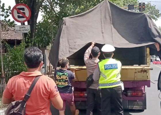 Nusabali.com - hari-ke-3-larangan-mudik-47-kendaraan-putar-balik