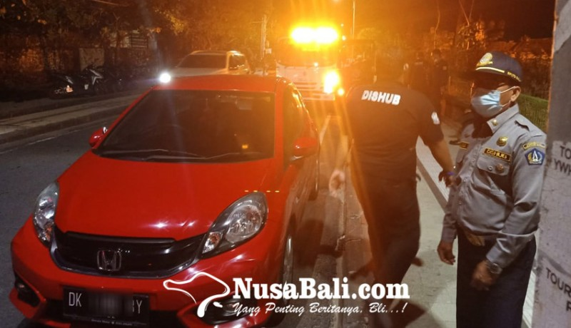 www.nusabali.com-petugas-gabungan-razia-kendaraan-parkir-liar-di-kuta